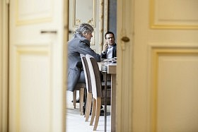 Behind the scenes of the French Government